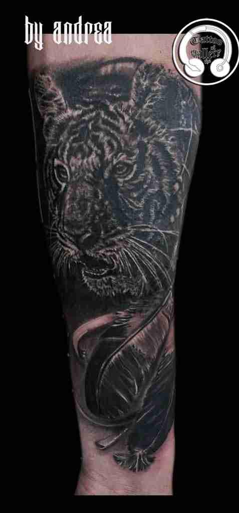"alt=""tatuaggi animali realistici tattoo tigre """