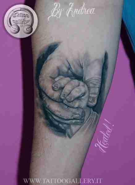 """alt=""""tattoo mani tatuaggi realistici by Andrea Tartari tattoo guarito"""""""