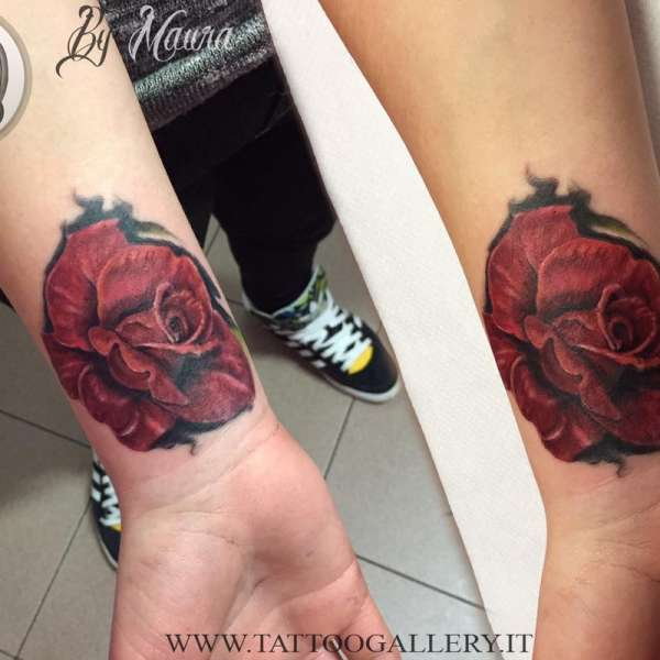 tattoo new school rosa rossa by Maura
