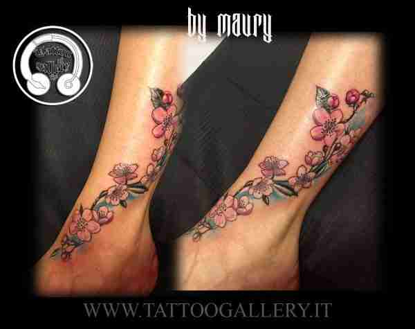 "alt=""tattoo new school fiori di ciliegio"""