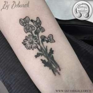 """alt=""""blackwork flowers by deborah"""""""