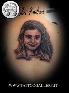 "alt=""tatuaggi ritrattistici bambina by andrea"""