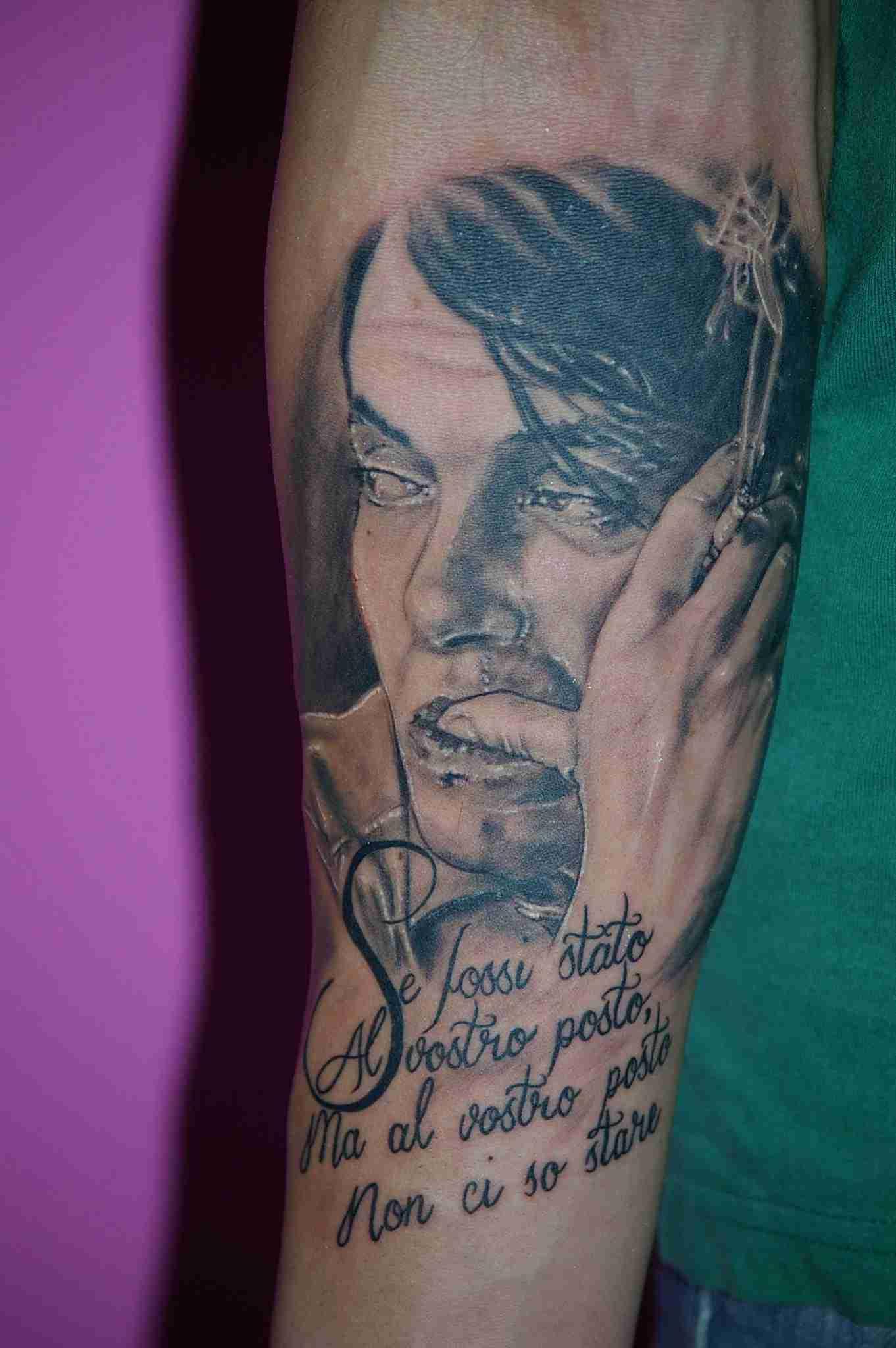 """alt=""""tatuaggi ritrattistici fabrizio de andrè by andrea"""""""