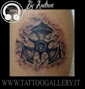 """alt=""""tatuaggi realistici logo inciso nella pietra"""""""