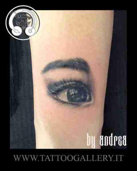 "alt=""tatuaggi realistici by Andrea Tartari, tatuaggio realistico occhio"""