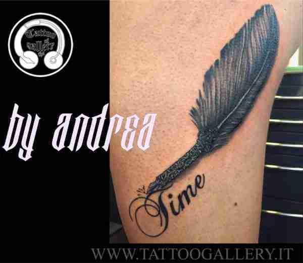 """alt""""=realistic tattoo piuma"""""""