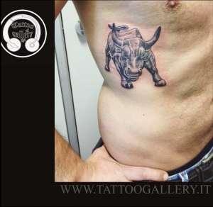 """alt=""""realistic tattoo toro di wallstreet """""""
