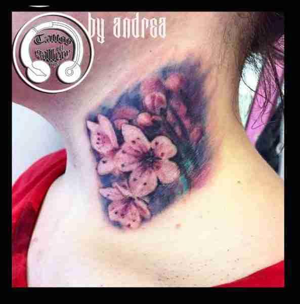 "alt=""tatuaggi fiori realistici cherry flowers"""