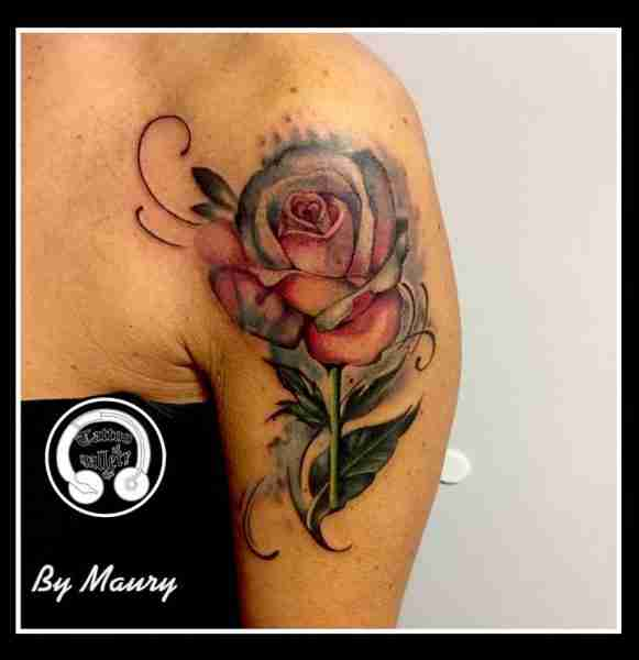 "alt=""tatuaggi watercolor rosa bicolore"""