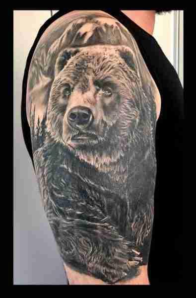 """alt=""""tatuaggi animali realistici orso grizzly"""""""