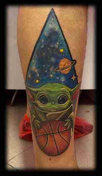 "alt""=tatuaggi realistici yoda"""
