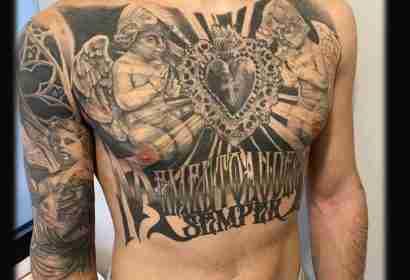 "alt=""tattoo realistici veri tattoo petto uomo angeli"""