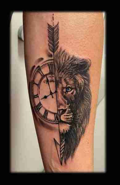 """alt=""""leone orologio"""""""